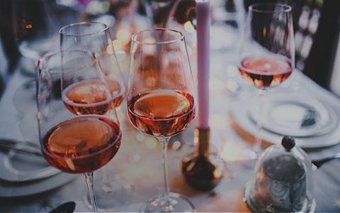 Puby a vinárne